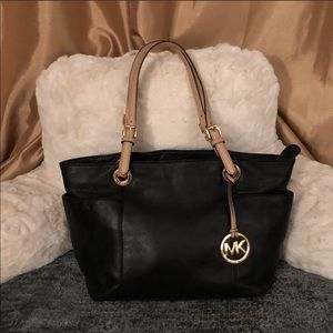 *Authentic* Michael Kors Bedford Pocket Tote